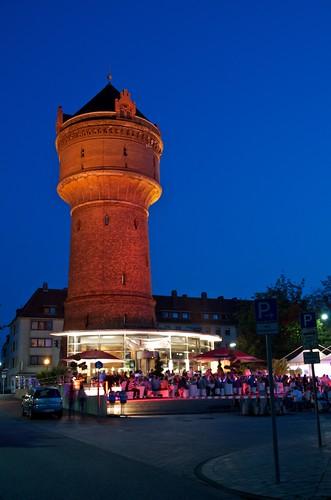 Eine kleine Feier am Wasserturm in Geestemünde