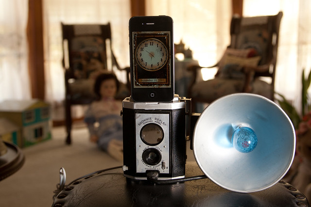 Vintage Kodak Brownie Reflex iPhone Dock (6/6)
