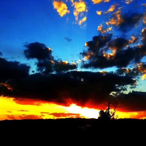 今日も一日、(*゜0゜*)お(*゜・゜*)つ(*゜◯゜*)か(*゜▽^*)ノ^☆れ #sunset #iphotography #instagram