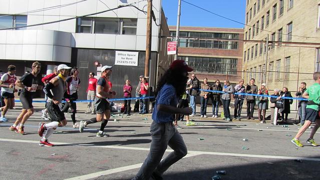 ingnycm2011. costumed runner - forrest gump.
