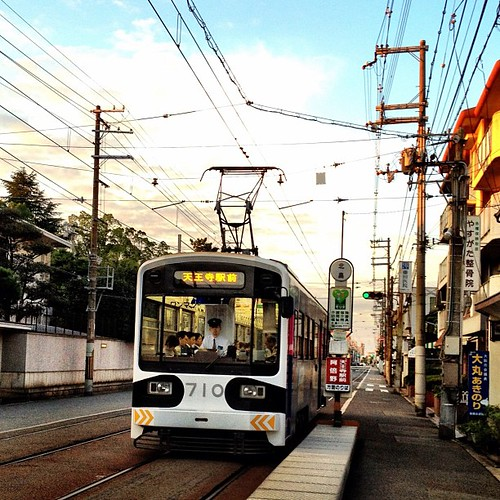 (^o^)ノ < おはよー! 今朝の電車は、いつもよりちと早い? 今週も笑顔で、イッテキマース! #ohayo #iphonography #instagram #iPhone4S