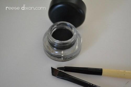 Eyeliner and brushes