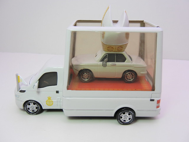 disney cars 2 pope and popemobile loose (8)