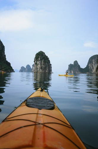 The Best Scenery by Kayaking @ Bai Tu Long Bay, Vietnam