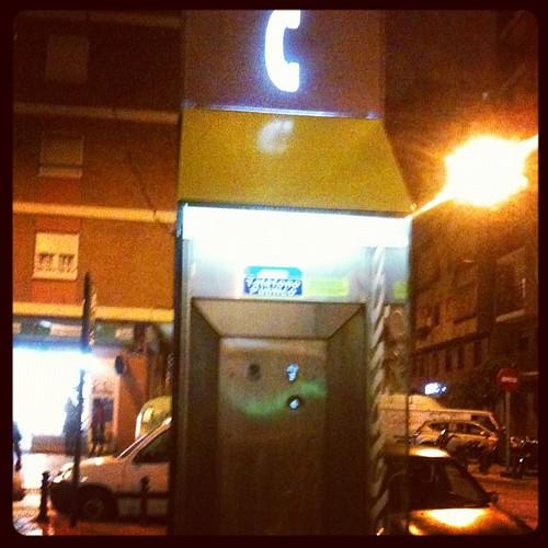 Vaya! Será una cabina de llamadas mentales? by rutroncal