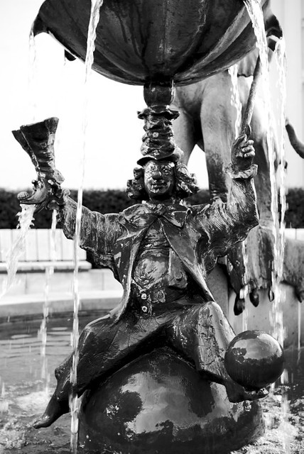 Detail - Clown im Sarassani Gedenkbrunnen