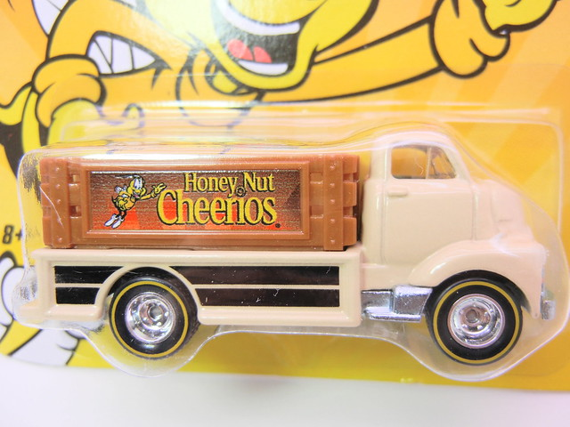 hot wheels nostalgia honey nut cheerios '51 gmc c.o.e (2)