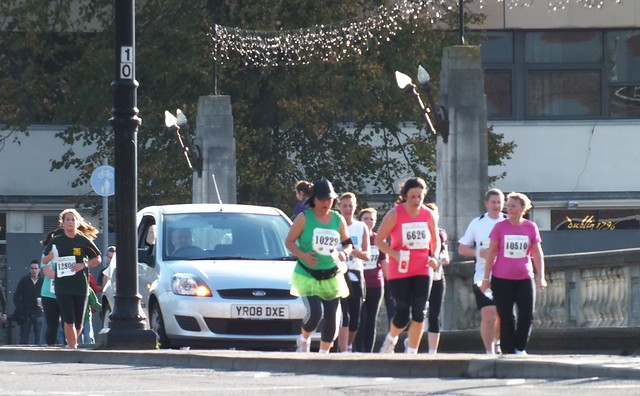 Cardiff Half Marathon 2011-Impatient drivers decide to join the marathon!
