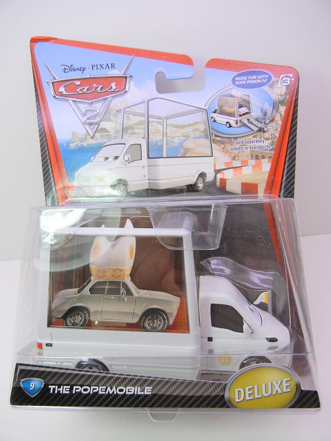 DISNEY CARS 2 POPEMOBILE (1)