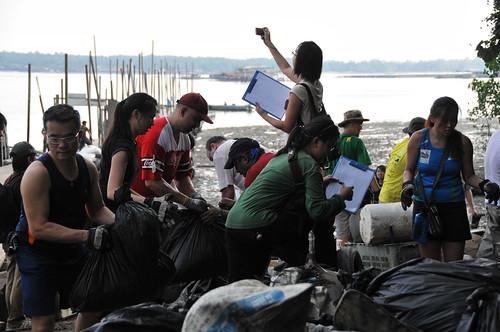 192pre-national-day-cleanup-lim_chu_kang-06aug2011[kpinto]