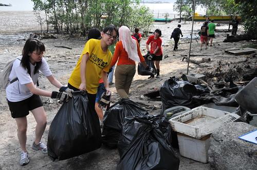 154pre-national-day-cleanup-lim_chu_kang-06aug2011[kpinto]