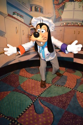Meeting Chef Goofy at Goofy's Kitchen