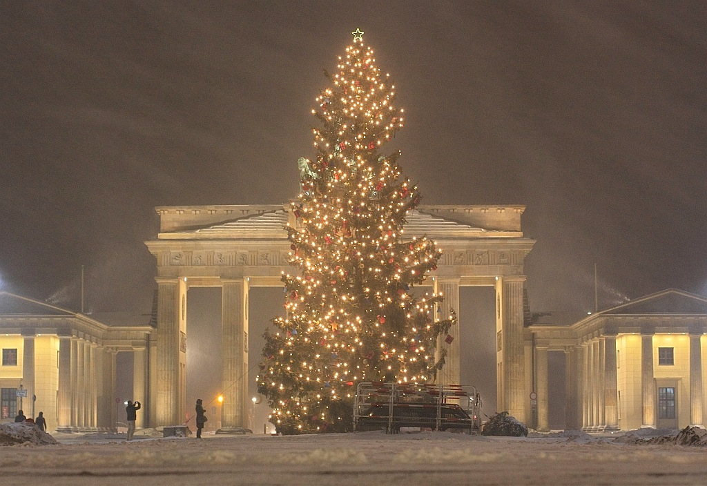 Brandenburger Tor, Berlin, Germany, Christmas eve