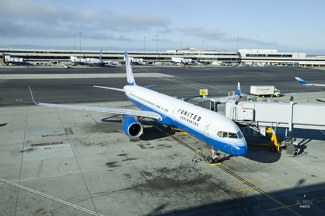 United Airlines Boeing 757