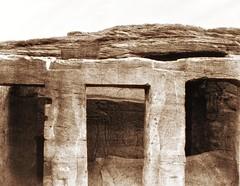 Deîr - monument taillé dans le roc - piliers et sculptures de gauche, 1851-2, by Félix Teynard