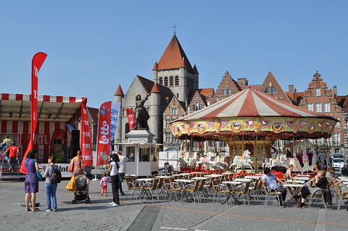 2011.09.25.105 TOURNAI - Grand'Place - Église Saint-Quentin