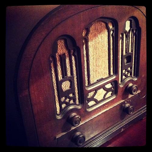 Radio de los años 40... Y funciona!!! by rutroncal