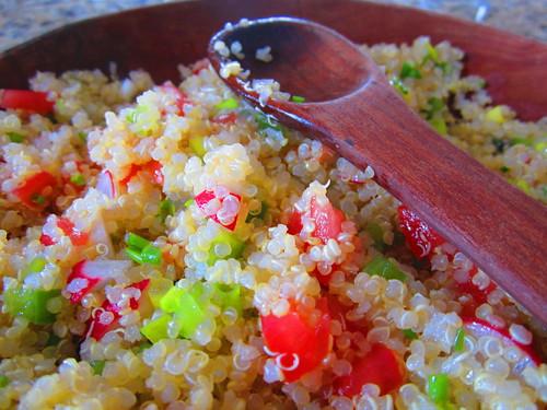 Ensalada quinoa y verduritas picadas. by luz y mandalas