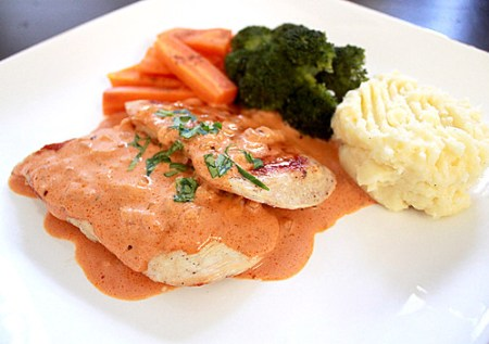 grilled chicken with creamy napolitana sauce1