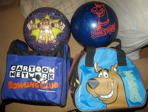 20110806 - yard sale booty - cartoon bowling balls & bags - Dexter's Laboratory, Scooby Doo - IMG_3430