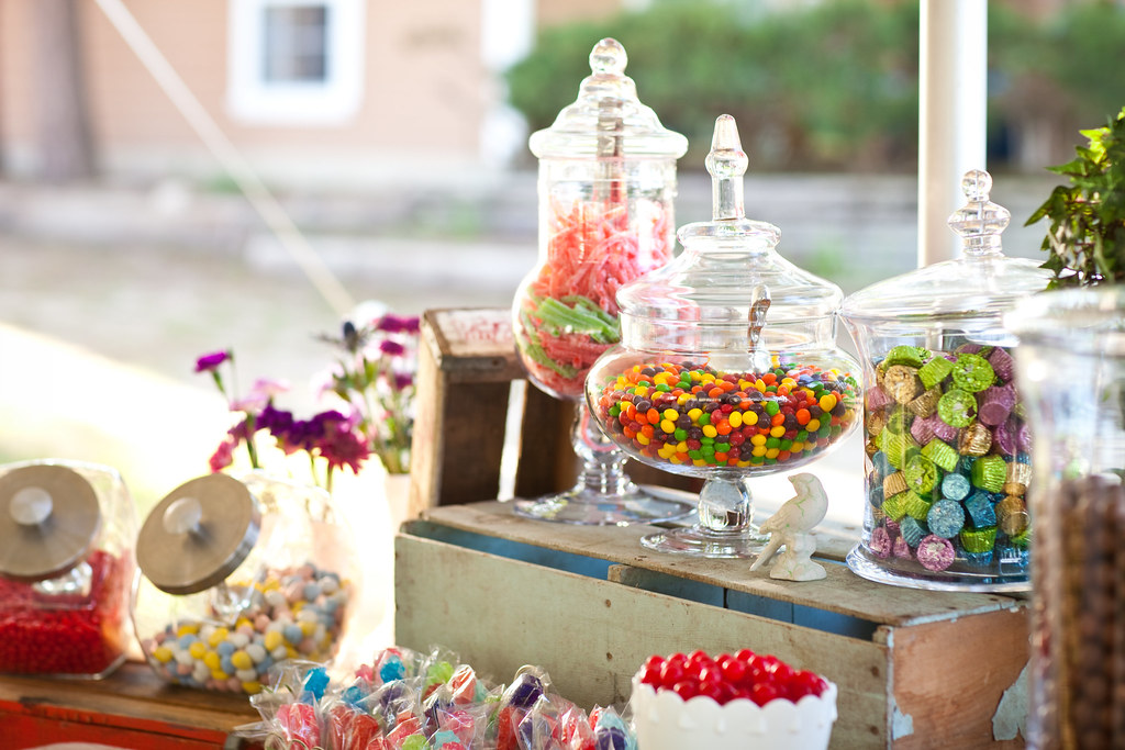 Candy buffet ideas: How to save money and up your sweets table game | Offbeat Bride