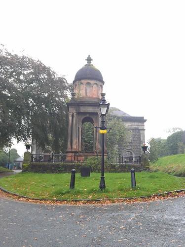 Día 3: Reino Unido (Escocia: Glasgow con Ayuntamiento, Catedral, Necrópolis, etc. Stirling con Jardín Real, Castillo, Cementerio, etc. Edimburgo con Mary King's Close, etc).