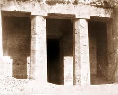 Béni-Haçan - architecture hypogéenne - tombeau d'Amoneï, 1851-2, by Félix Teynard