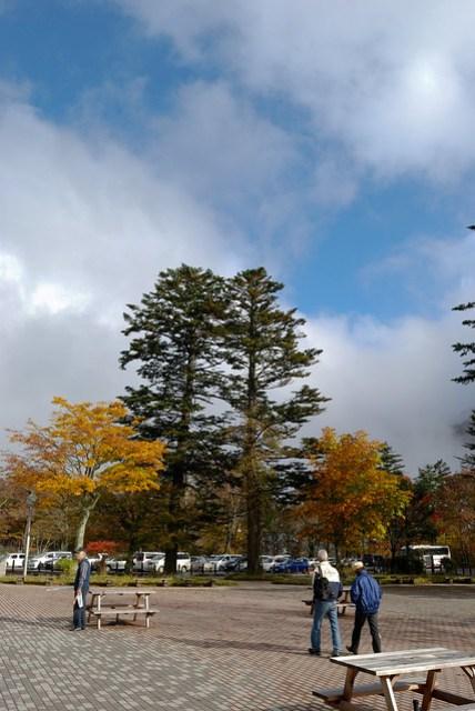 陽光有短暫的露臉,終於看到藍天,可是好短暫啊!