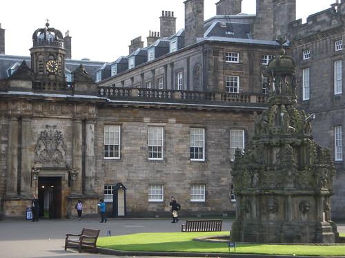 Día 5: Reino Unido (Escocia: Edimburgo con la Ciudad Vieja y Royal Mile, Canongate, Parlamento, Holyrood Palace & Abbey, etc ).