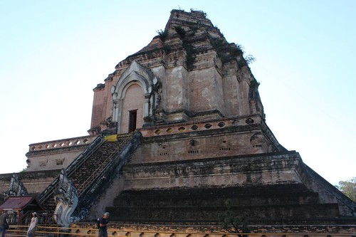 20120123_2486_Wat-Chedi-Luang-ancient-pyramid