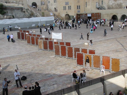 Extended partition in the Western Wall plaza