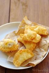 Sgonfiotti: fried ravioli with ricotta