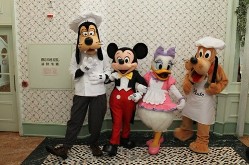Meeting Chef Goofy, Mickey Mouse, Chef Daisy and Chef Pluto at the Enchanted Garden Restaurant at the Hong Kong Disneyland Hotel