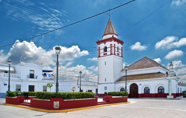 Plaza del poblado de Alfonso XIII, en las marismas del Guadalquivir