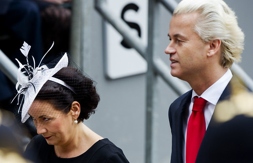 PVV-leider Geert Wilders (R) komt dinsdag op Prinsjesdag samen met zijn vrouw Krisztina (L) aan bij de Ridderzaal op het Binnenhof. Foto: ANP
