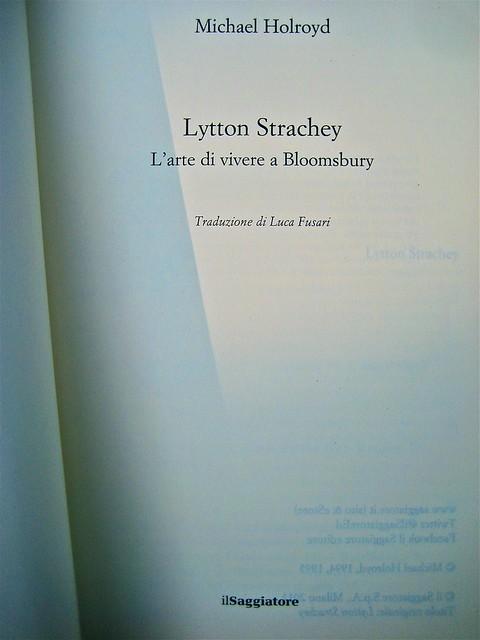 Michael Holroyd, Litton Strachey. ilSaggiatore 2011; [resp. grafica non indicata], alla cop.: Dora Carrington: Lytton Strachey ©the gallery collection/Corbis. Frontespizio, (part.), 1