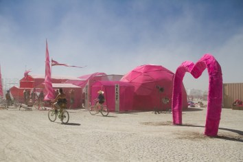 469BurningMan2011_MikeHedge_8132_7D