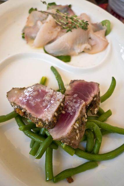 Seafood in Puglia: zwaardvis carpaccio en gegrilde tonijn bij Osteria Corteinfiore in Trani