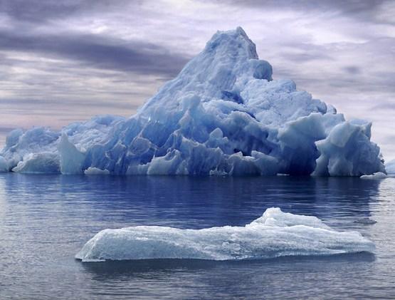 bonito iceberg al fondo from Flickr via Wylio