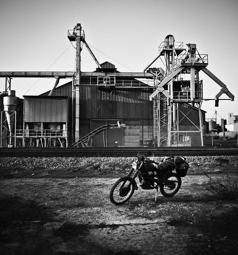 """052/365 """"La moto, la vía y la fábrica"""" by Flickr Jiménez (Pedro Nog)"""
