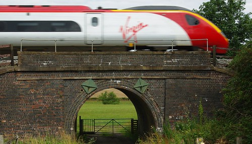 20110814-20_Virgin Train - Railway Arch  Between Church Lawford + Long Lawford by gary.hadden