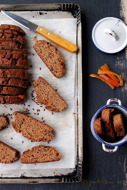 Biscotti all'arancia, con farina di castagne,miele e semi di lino