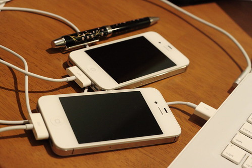 iPhone 4S - SoftBank vs KDDI.