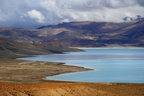 The north shore of Lake Pelkhu Tso, Tibet by reurinkjan