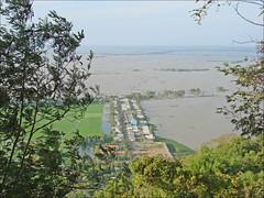 Rizières inondées à la frontière entre le Viet...