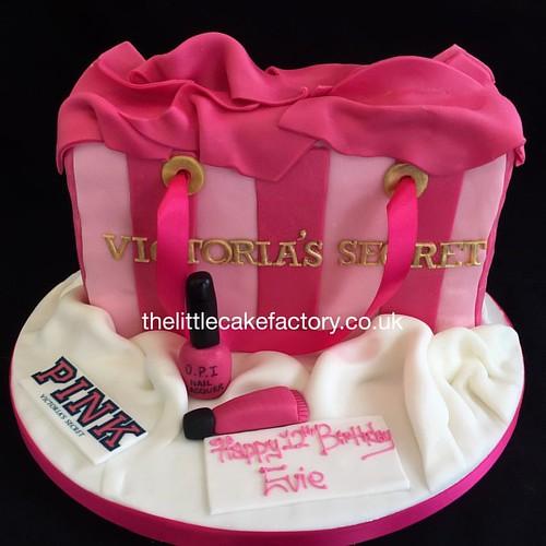 Victoria S Secret Bag Cake Victoria Victoriassecret America Designer Lingerie Fashion Perfume Bagcake Pink Victoriasecretpink Collection Brand Style Cake Noveltycakes Thelittlecakefactory Cakestagram Yummy Vanilla Bespoke