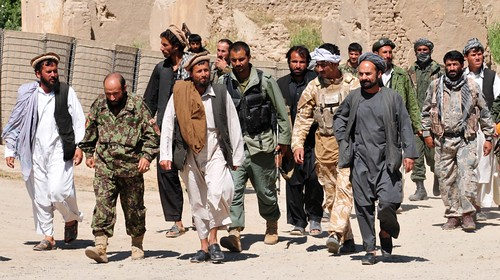 Taliban insurgents turn themselves in to Afgha...