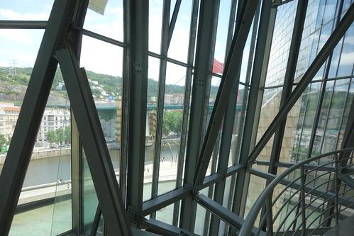 Les nombreuses ouvertures en verre font passer la lumière !