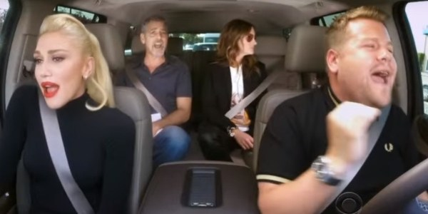 "Gwen Stefani faz ""karaokê no carro"" com George Clooney e Julia Roberts"