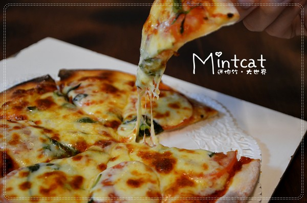 宜蘭美食│美麗如詩望龍埤豬龍寨波的波可有美味窯烤披薩